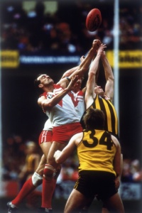 135616333-swans-hawthorn-footballers-going-up-for-a-gettyimages